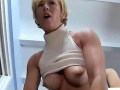 Mujer Madura Que Adora El Sexo Con Jovenes