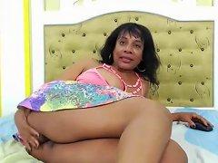 Ebony Amateur Mature Masturbation In Hotel Room